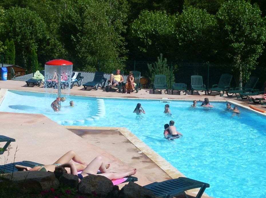 Camping chambon sur lac r servez votre camping chambon for Camping massif central avec piscine