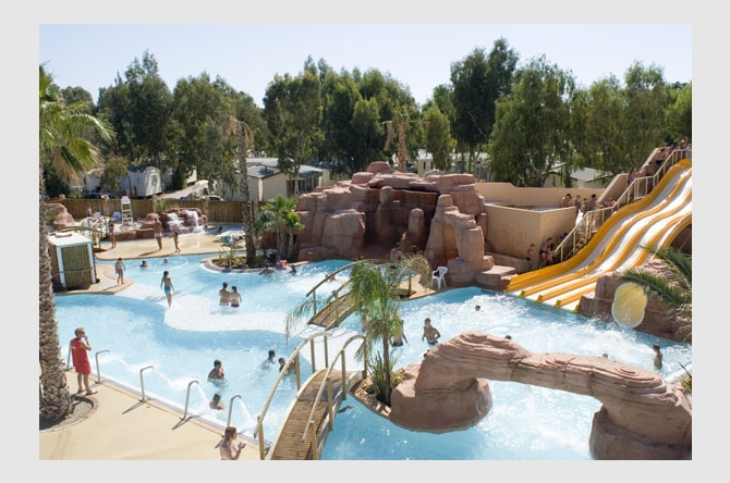 Camping camping 4 les palmiers camping num ro 1 grand for Camping le lavandou avec piscine