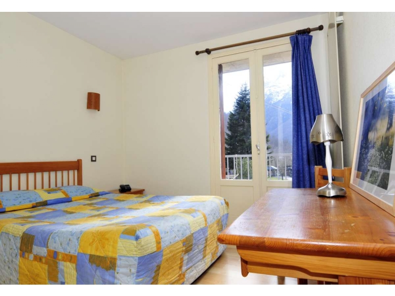 Pyrenees reservation hotel club l 39 ourson en demi pension for Hotel demi pension