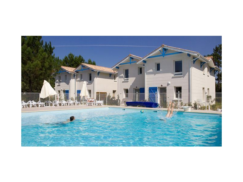 Residence le domaine du phare location de vacances d 39 t for Phare de piscine