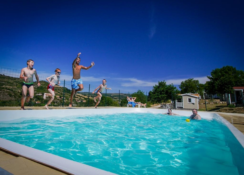 Locations de vacances en aveyron r servation d s 29 for Piscine municipale millau