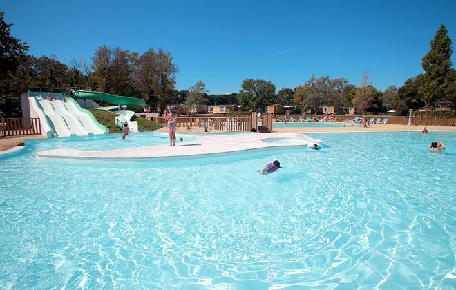 Camping la piscine fouesnant camping bretagne piscine for Camping de la piscine fouesnant