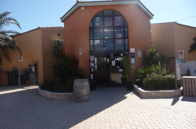 Offre speciale camping 3 toiles cottage village aux - Camping cottage village aux hamacs a fleury ...