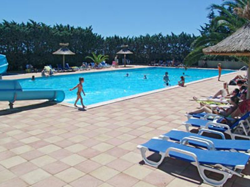 Quality holidays au camping 4 toiles la nautique for Piscine narbonne