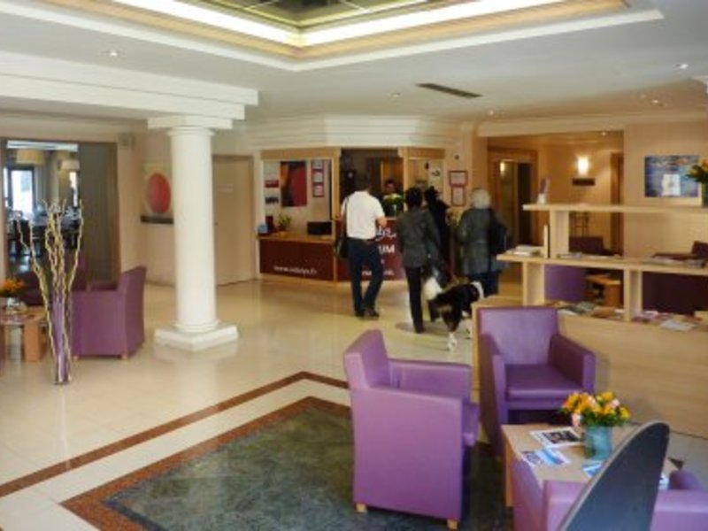 Residence appart 39 hotel l 39 atrium for Appart hotel plaisir