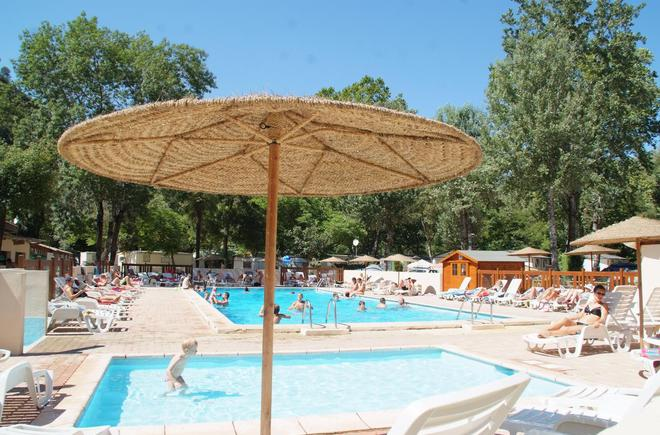 Camping le vallon rouge camping la colle sur loup for Virginia piscines la colle sur loup