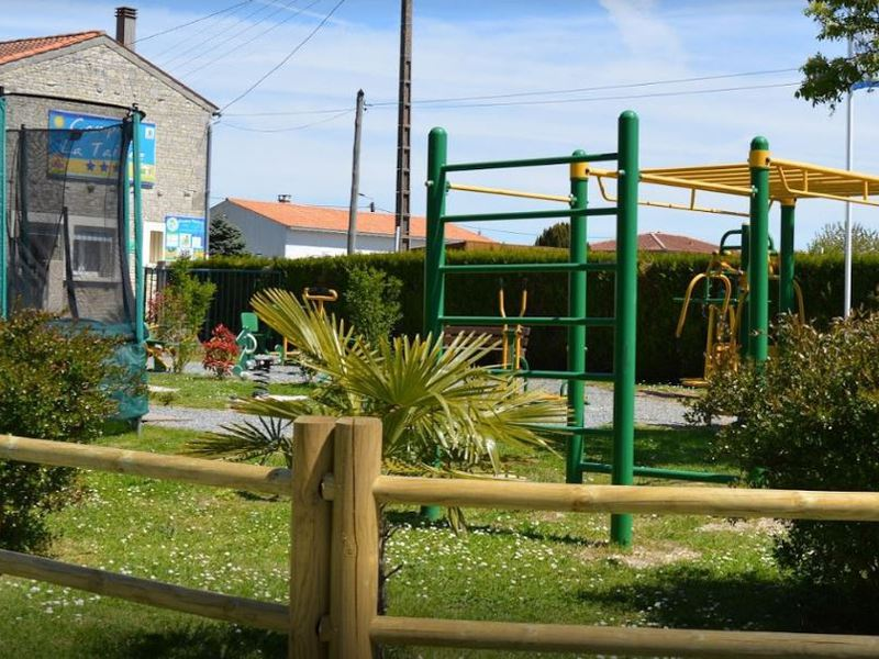 Camping la taill e for Piscine aigrefeuille