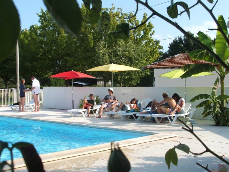 Camping la chesnays for Piscine paris naturiste