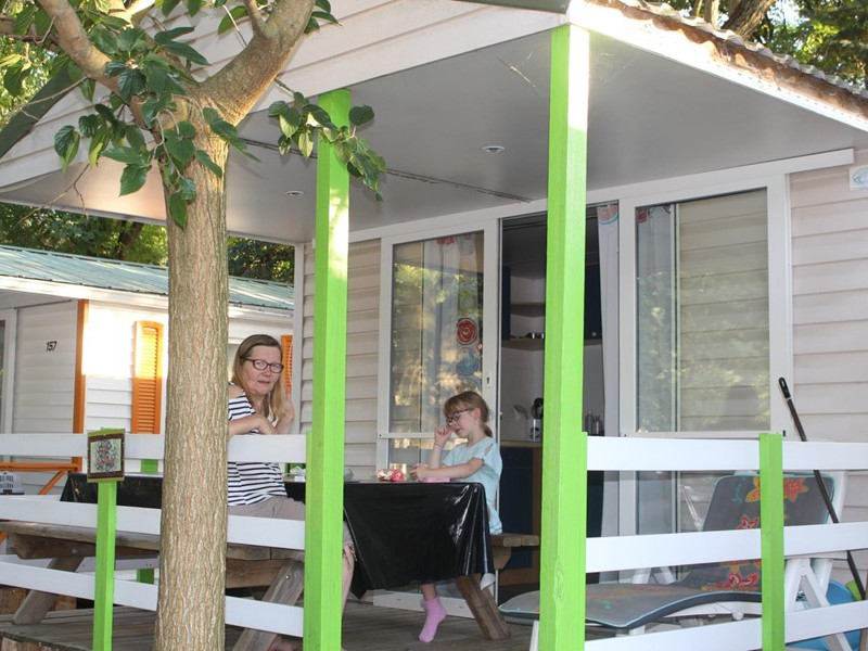 MOBILHOME 5 personnes - 2 chambres + terrasse couverte