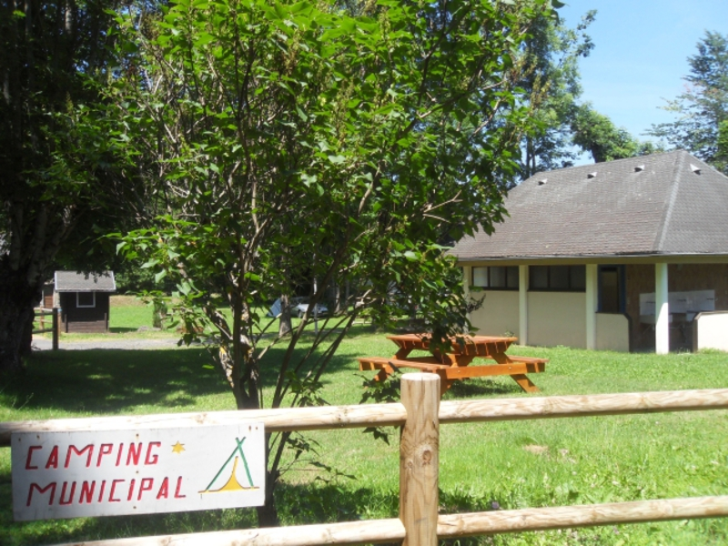 Camping aire naturelle Municipale - Camping Cantal